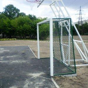 Баскетбольная стойка на четырех опорах