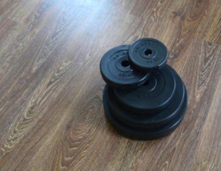 37 кг (2х1.25, 2х2.5, 2x5 и 2x10) дисков, покрытых пластиком (31 мм)